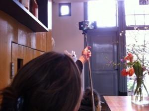 Een nieuw fenomeen wordt geïntroduceerd door Britt van Capelleveen, de selfie stick!