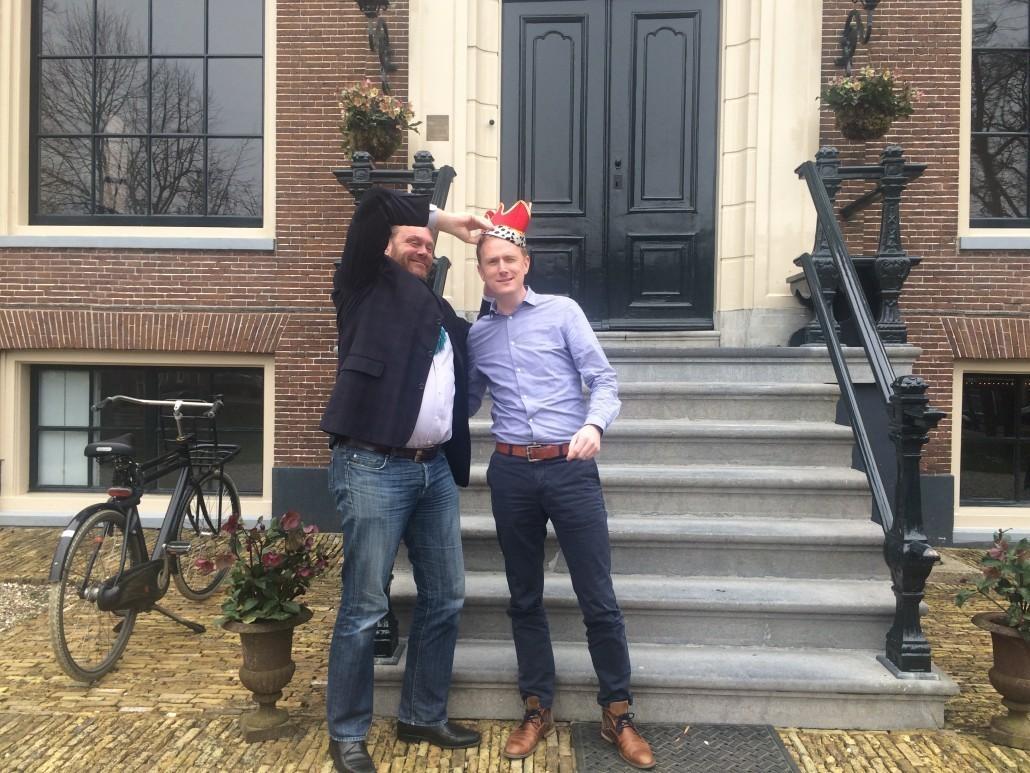 Rob van Elburg (winnaar #MIR2014) kroont Koos Wurzer (winnaar #MIR2015)
