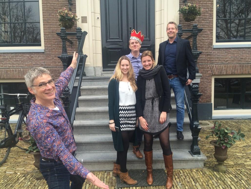 vlnr Bas Westland, Helena Rippen (winnaar Talent), Koos Wurzer (winnaar Overall / Corporate), Fleur Hagens (winnaar Agency) en Wouter Koeleman (winnaar Interim)